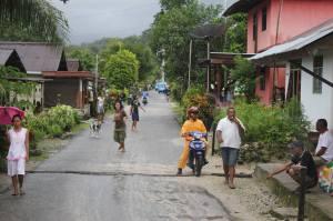 Hoofdstraat dorpje Suli-Bawah op Ambon
